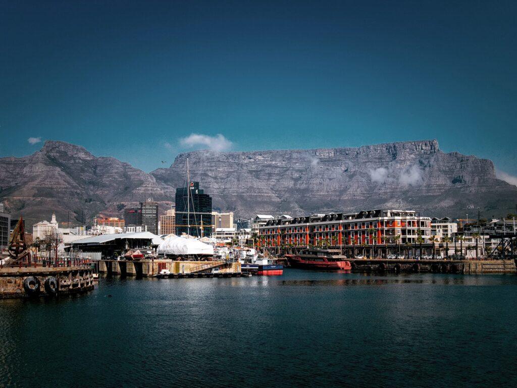 vy från v&a waterfront i Kapstaden